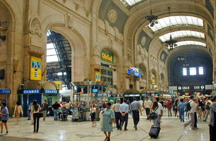 immigrato stazione milano