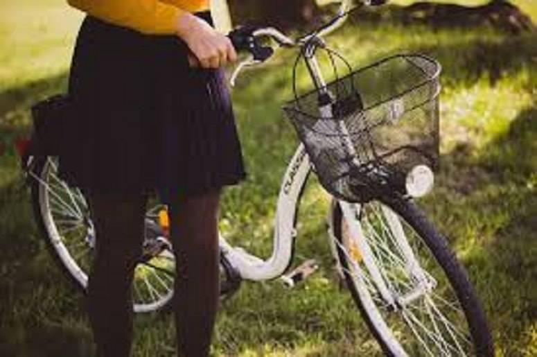 prostituta in bicicletta-min