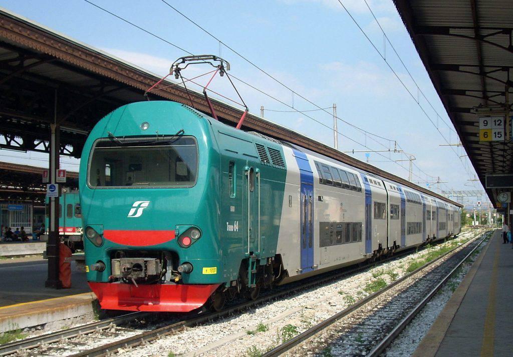 """Baby-gang ubriaca """"sequestra"""" treno Venezia-Bassano"""