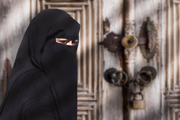 Donna 'schiava' e costretta a velo islamico, italiano arrestato