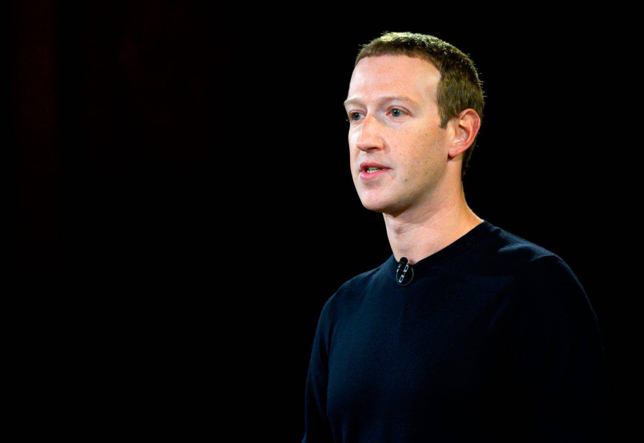 Zuckerberg Facebook account falsi