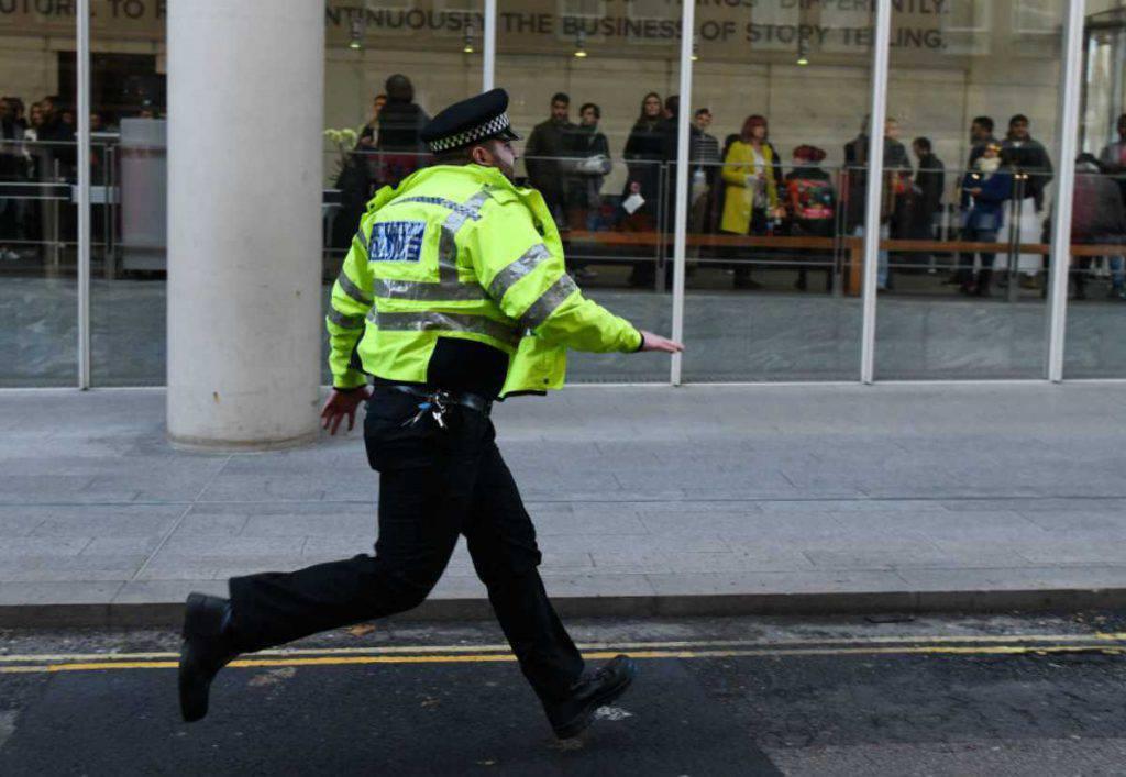 Londra: uomo accoltella i passanti, ucciso dalla polizia