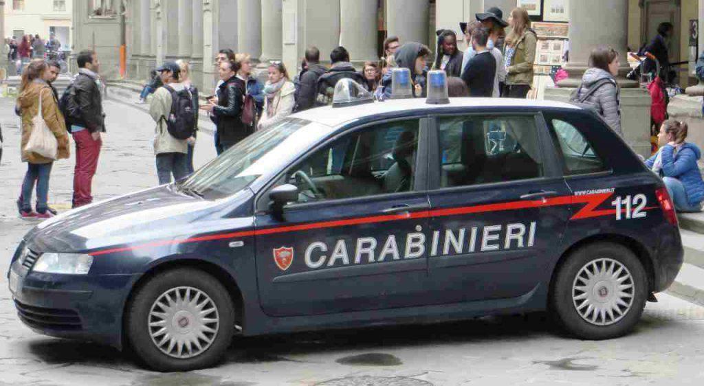 Roma vestiti rubati auto