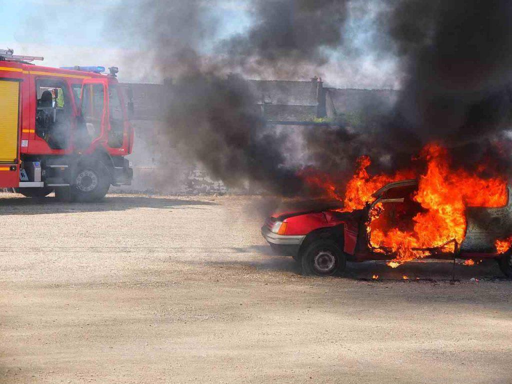 Foggia bomba auto