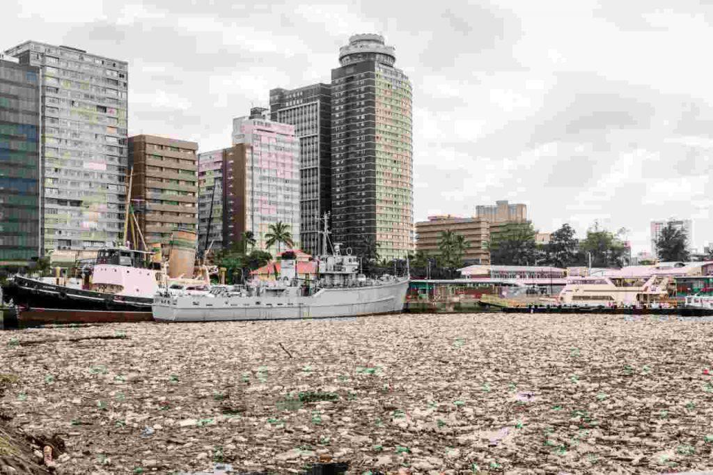 Sudafrica Mare Durban plastica