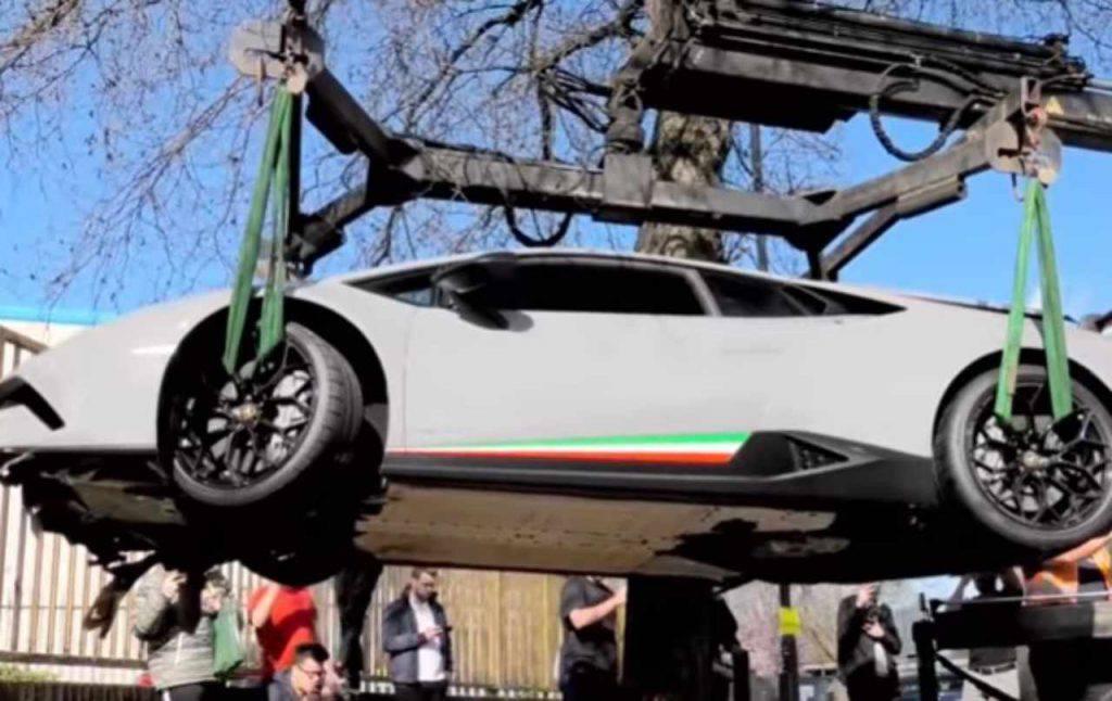 Lamborghini distrutta raduno