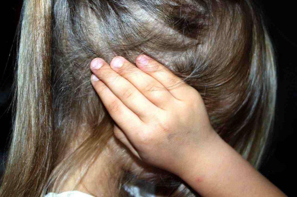Pavia maltrattamenti bambini