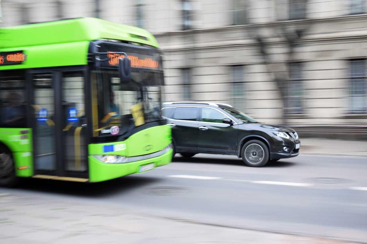 Milano scontro filobus