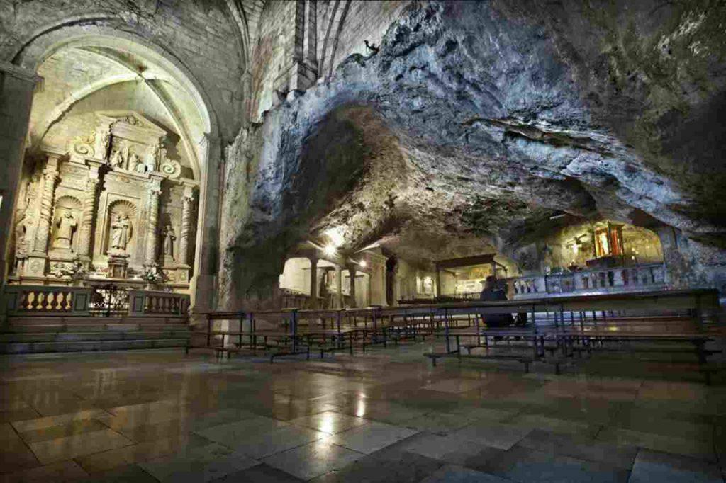 San Michele Arcangelo santuario Puglia