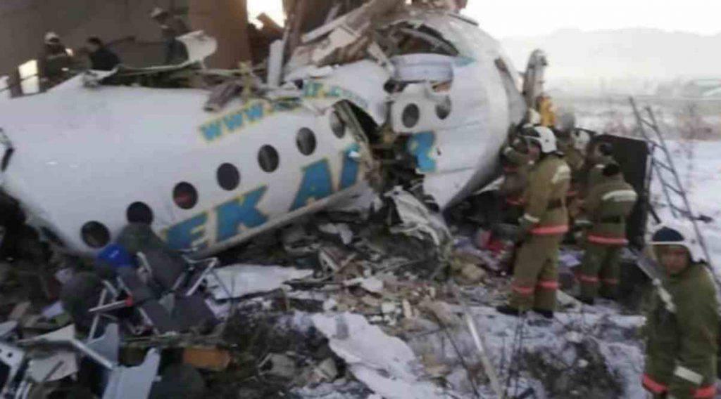 Aereo cade subito dopo il decollo: almeno 14 morti