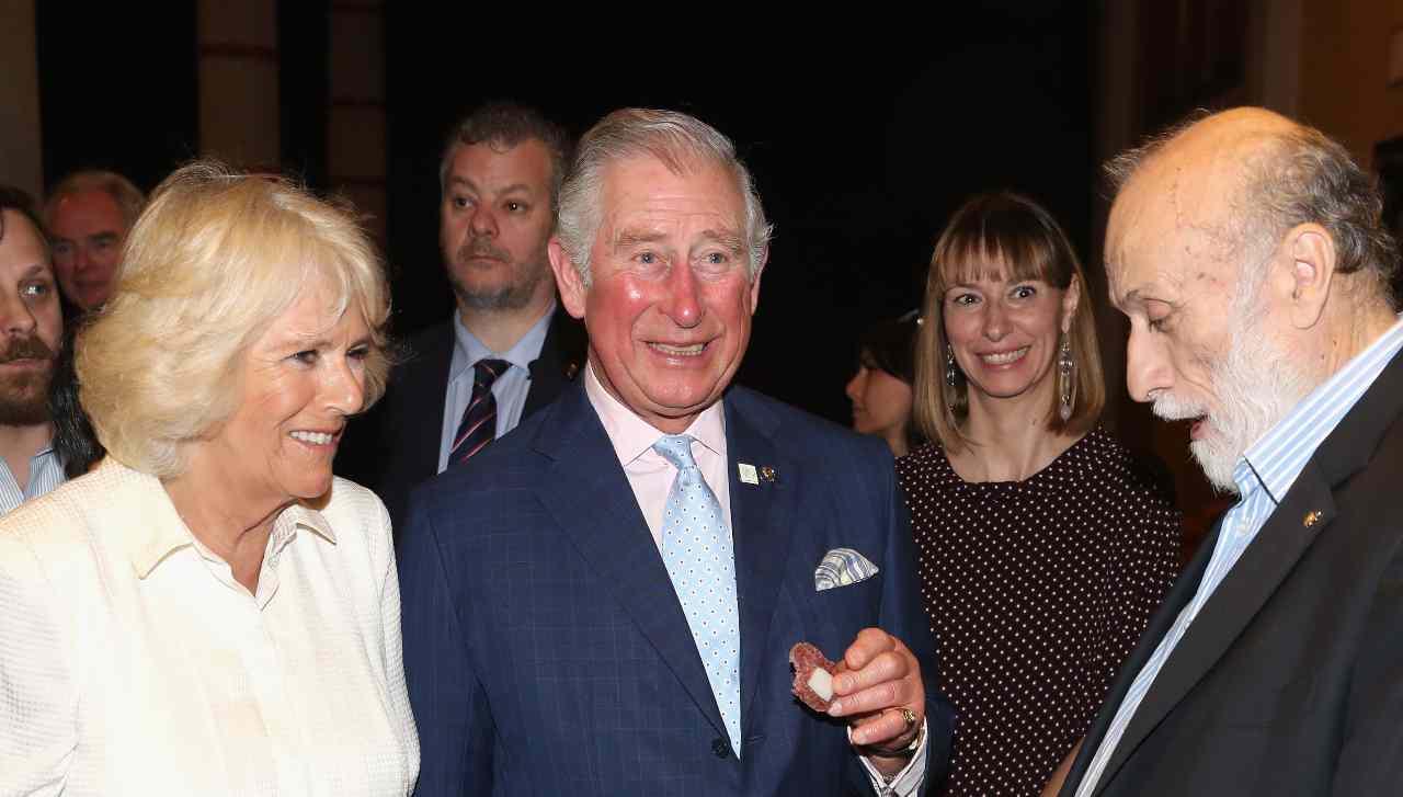 The CrownIl principe Carlo è risultato positivo al coronavirus