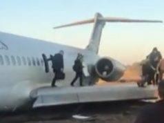 Iran aereo atterra strada