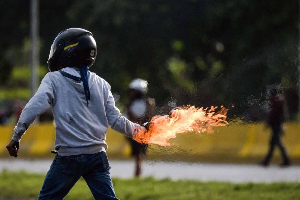 Vibo Valentia molotov banca