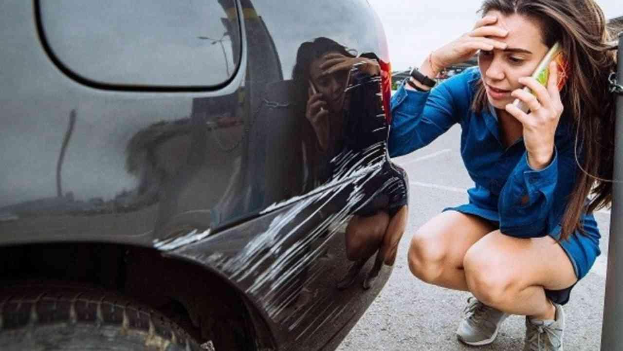 Chiodo, danneggiamenti Auto