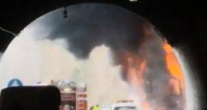 Autobus fiamme autostrada