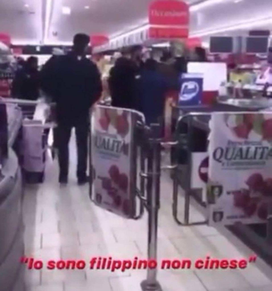 Aggredito filippino al supermercato