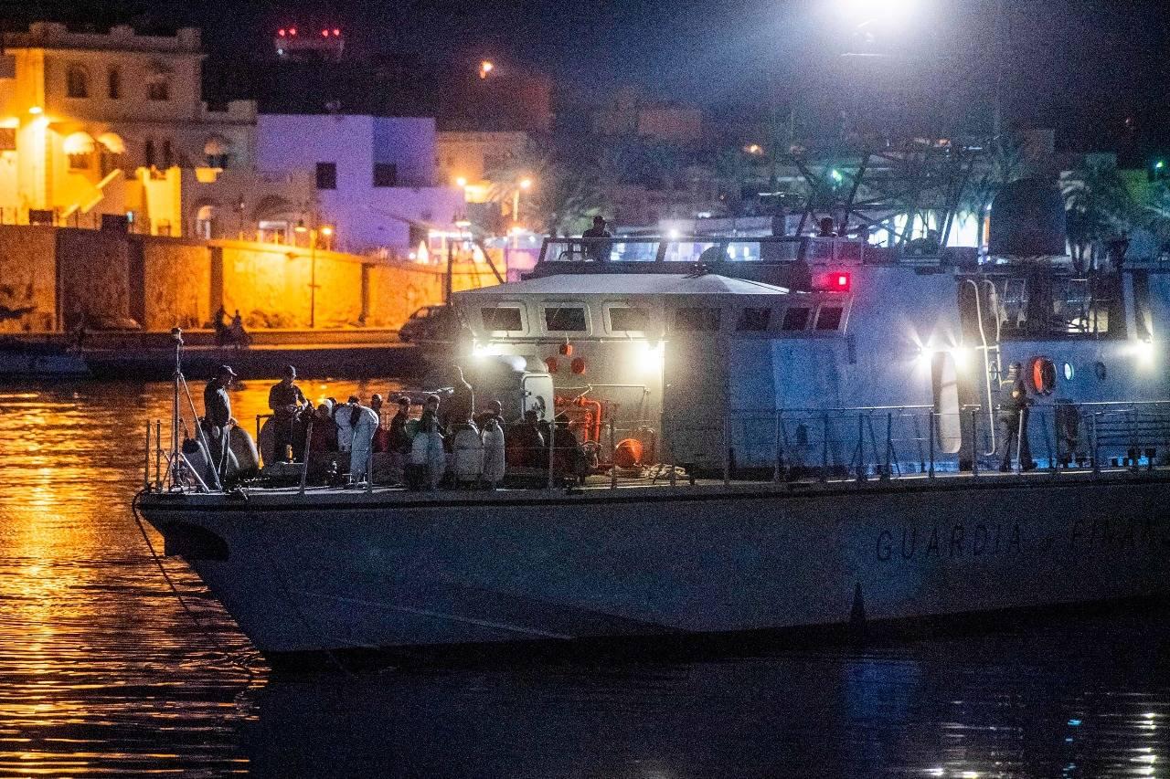 Puglia, sbarcati 112 migranti di cui 38 minori