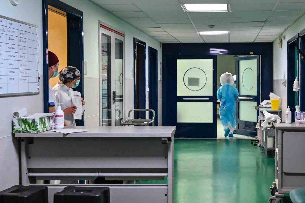 Latina, emergenza coronavirus: 80 medici e infermieri licenziati
