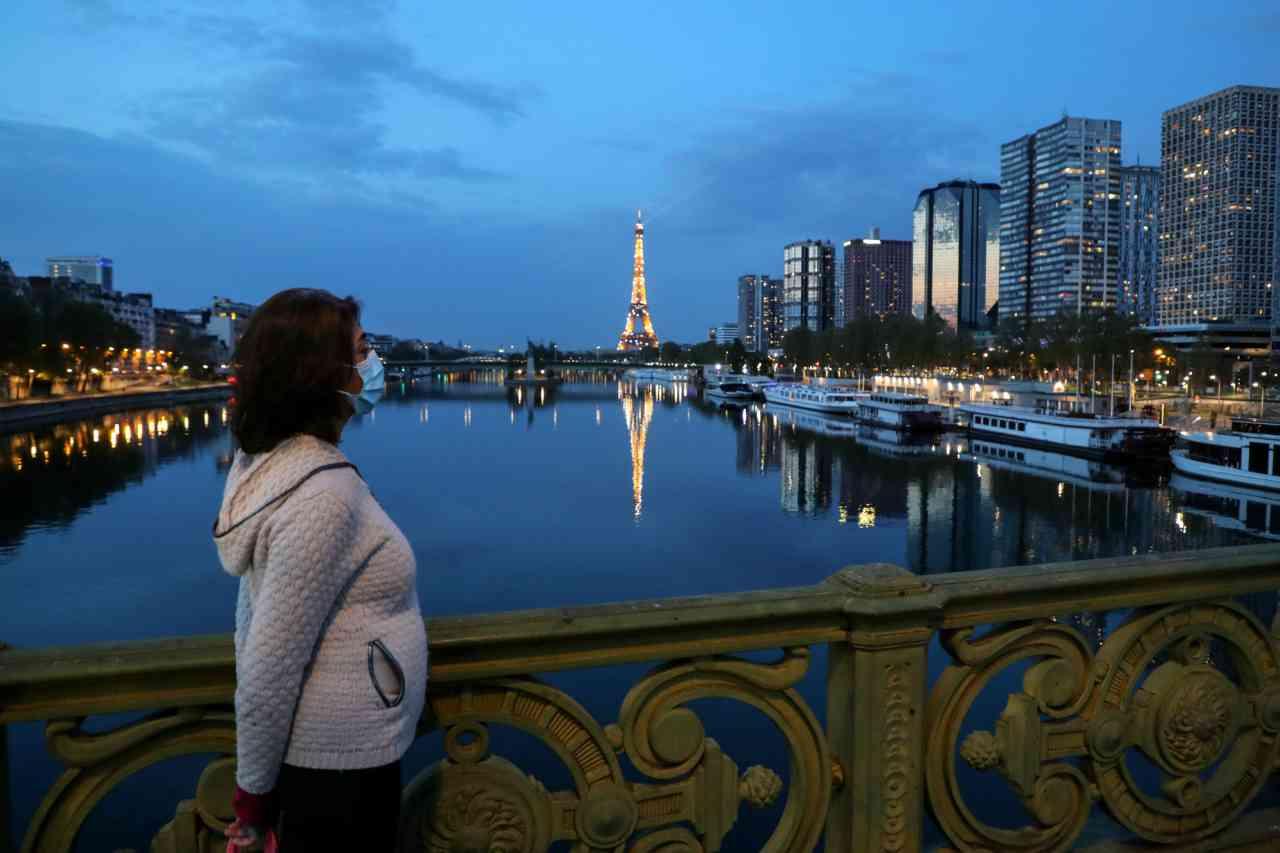 Parigi Coronavirus acqua