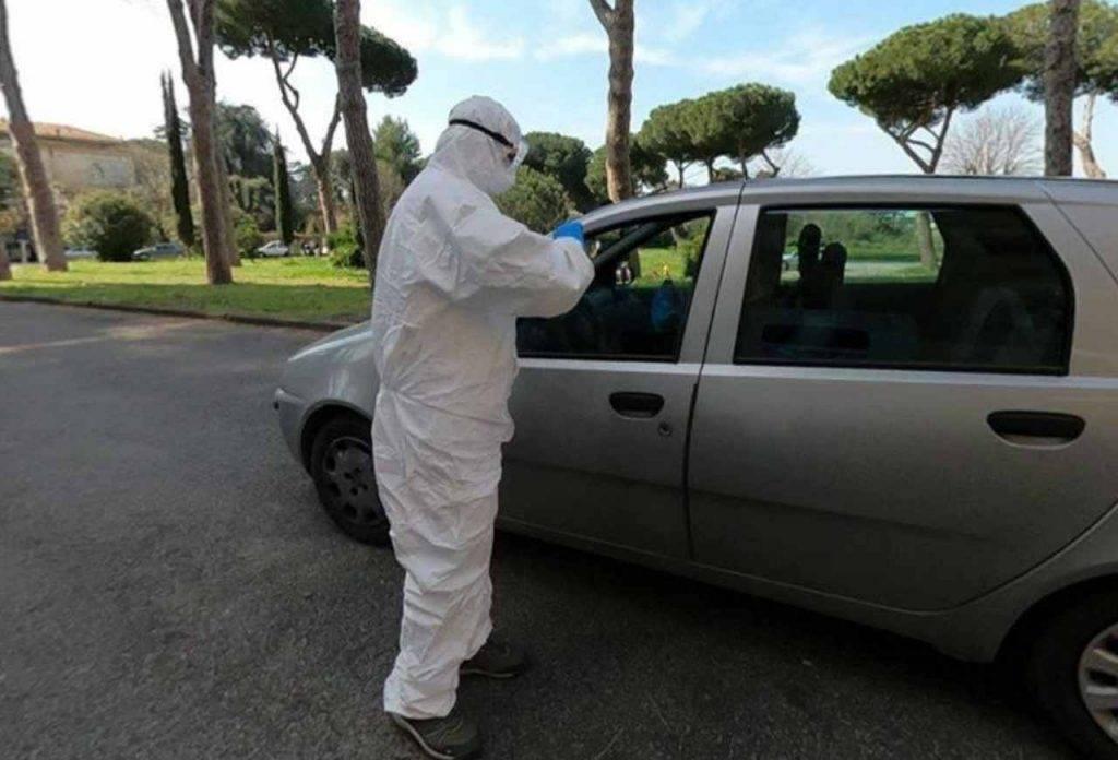 coronavirus roma tamponi automobile