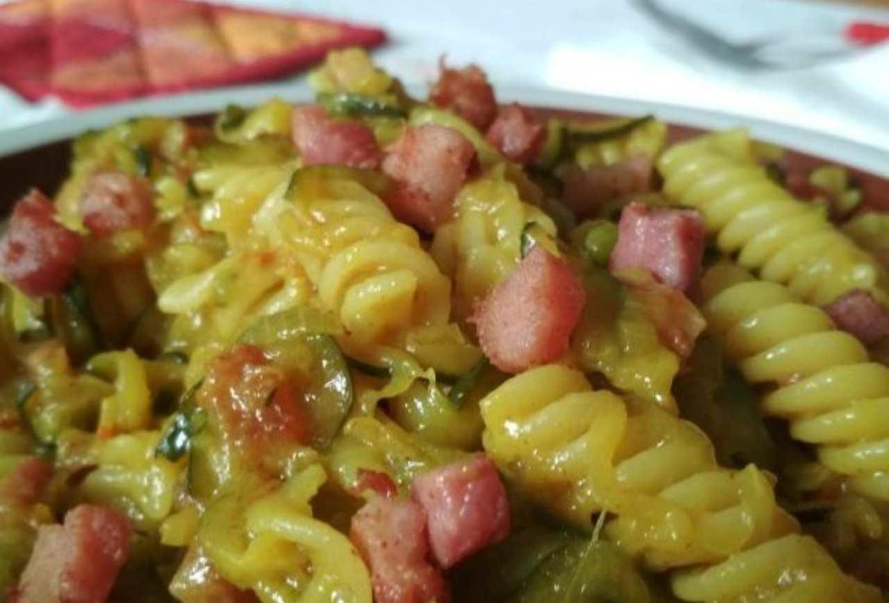Ricetta Veloce E Gustosa.Ricette Veloci Pasta Zucchine E Pancetta Facile E Gustosa
