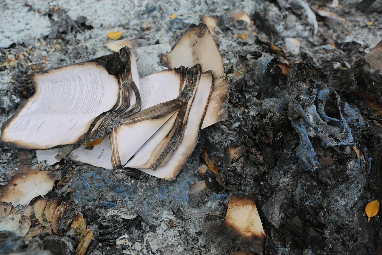 Bologna, libri bruciati