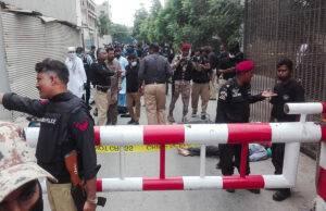 assalto borsa karachi pakistan