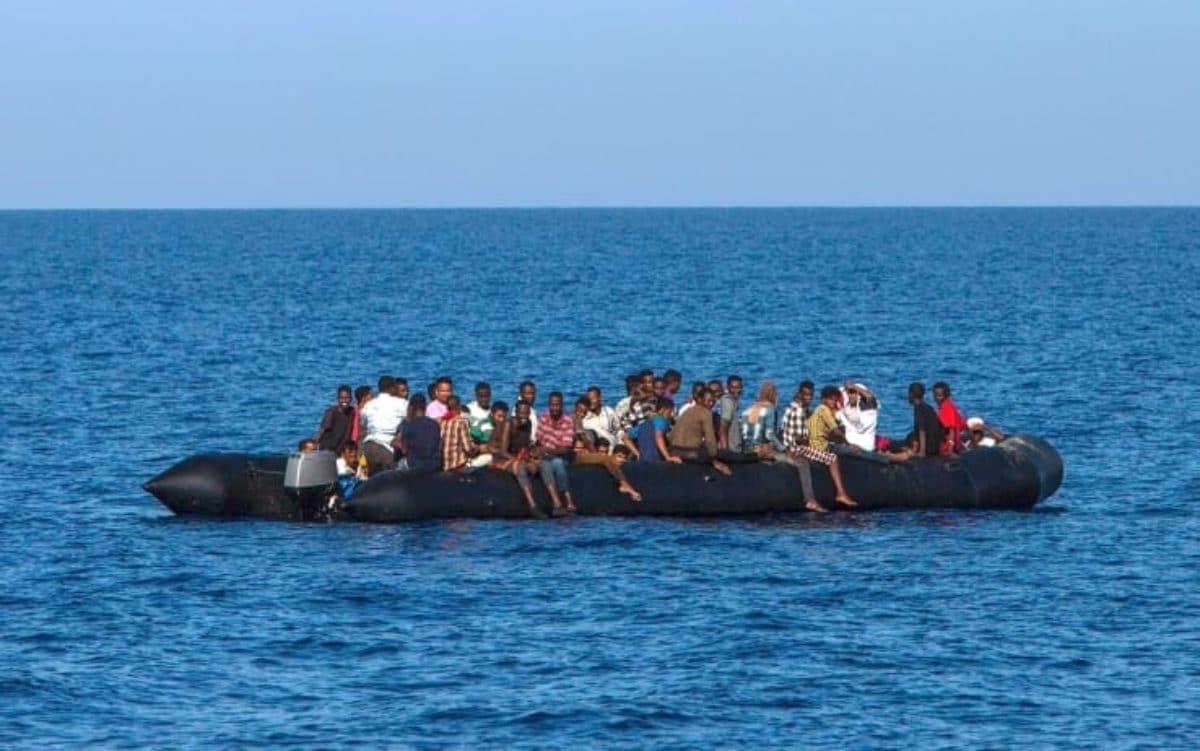 2 barche con 140 migranti in difficoltà