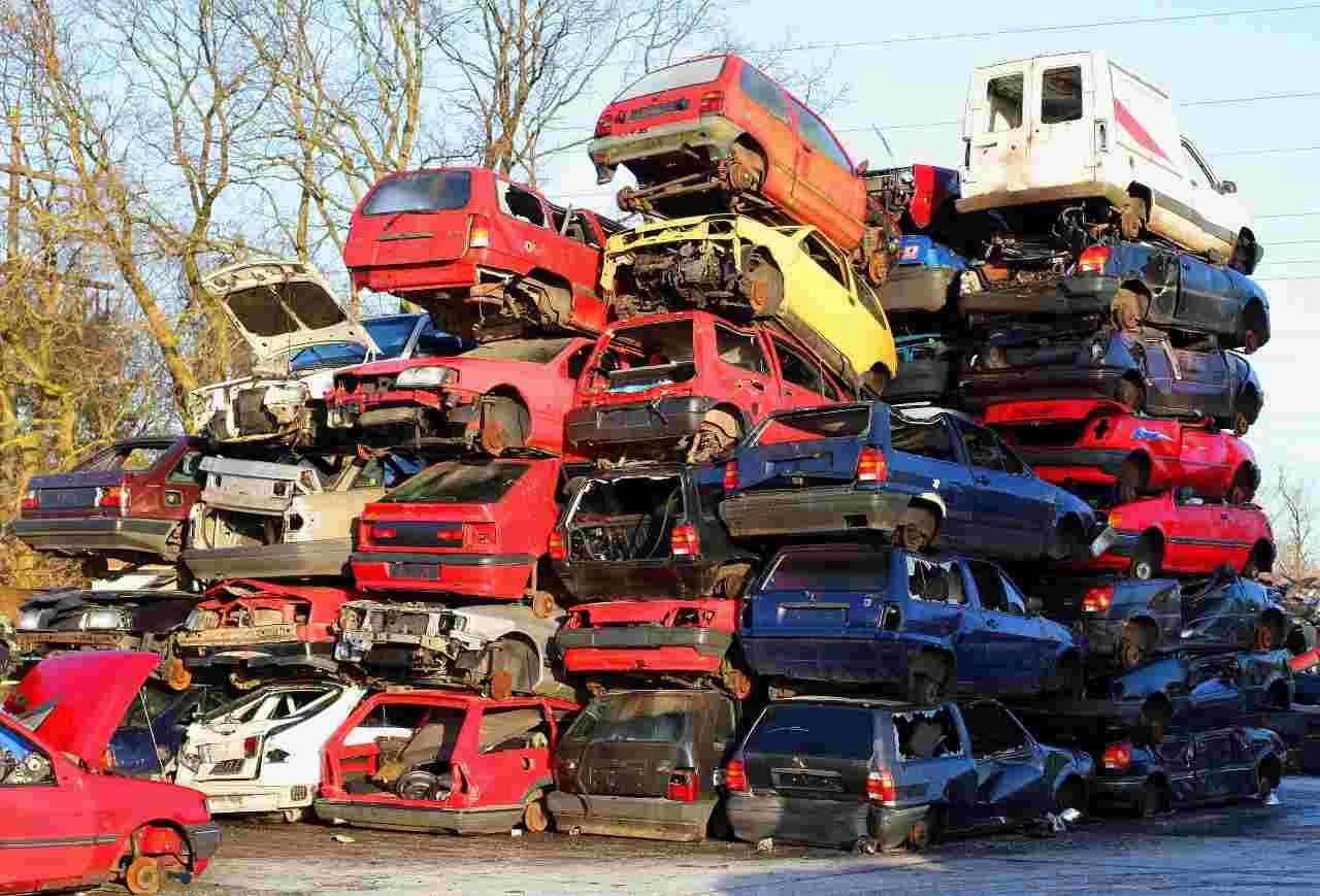 Rottamazione auto, 4.000 euro di sconto: chi ne può usufruire