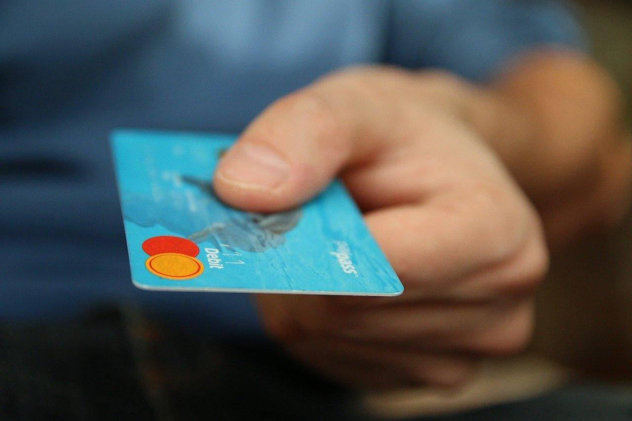 Bonus 300 euro per chi paga con carte e bancomat: COME FUNZIONA