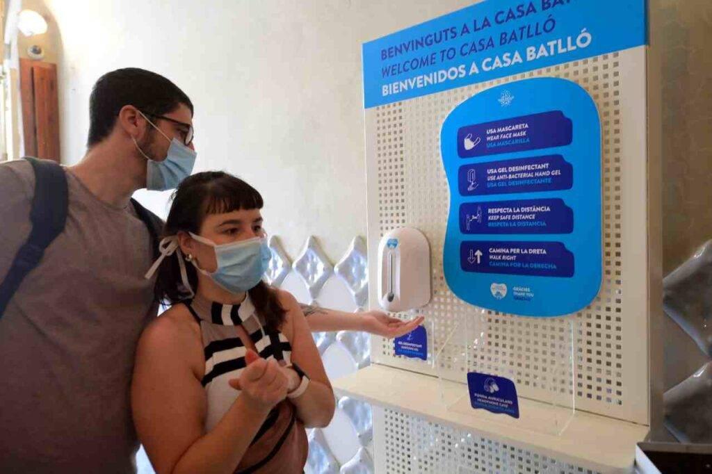 Covid, impennata di casi in Catalogna: lockdown per 200mila persone