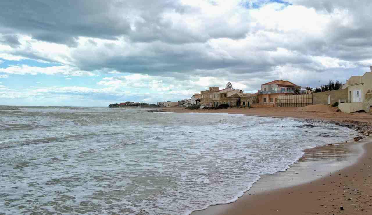 Montalbano spiaggia migranti