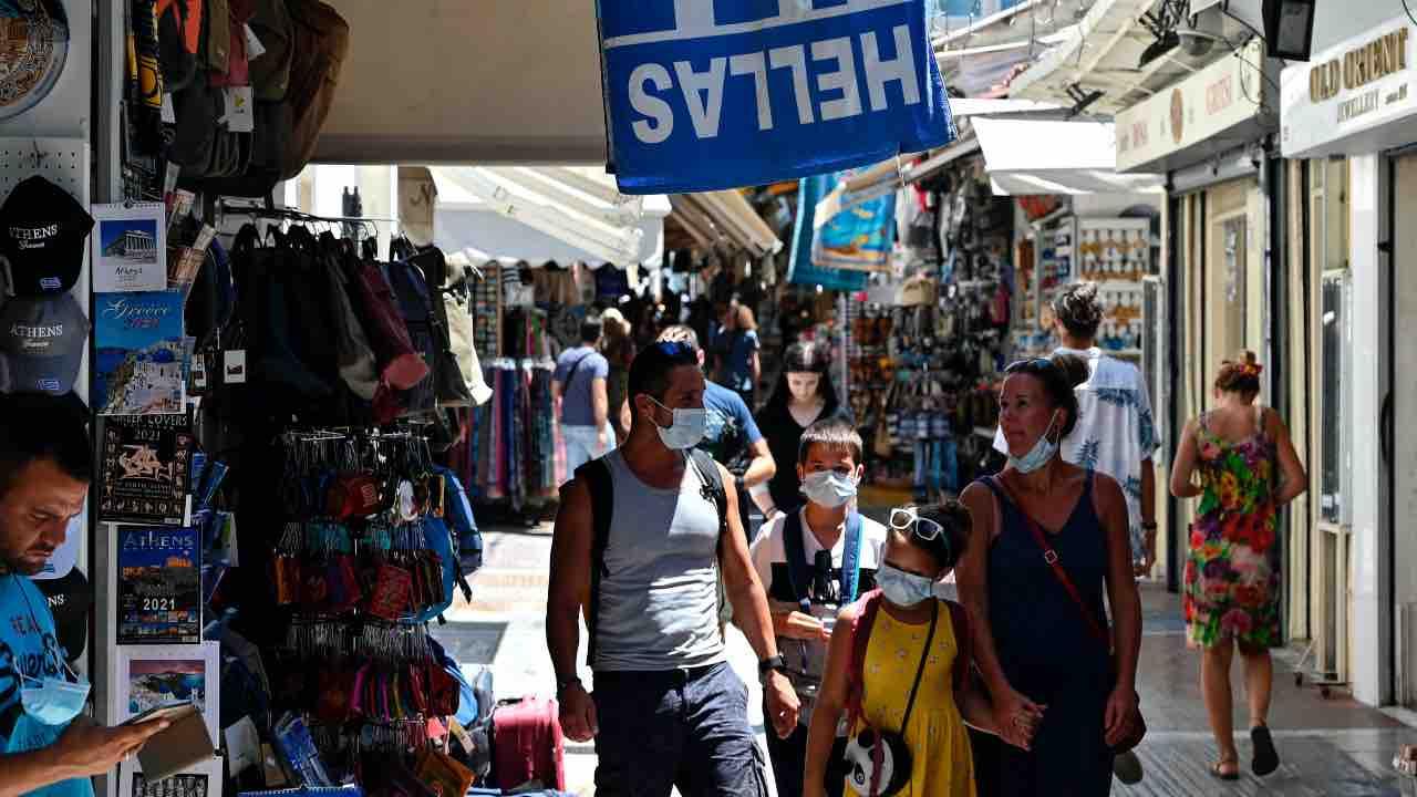 Contagi in aumento in Grecia: torna l'obbligo di mascherina