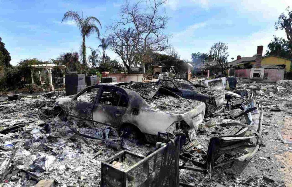 Usa, la California brucia: dichiarato lo stato d'emergenza