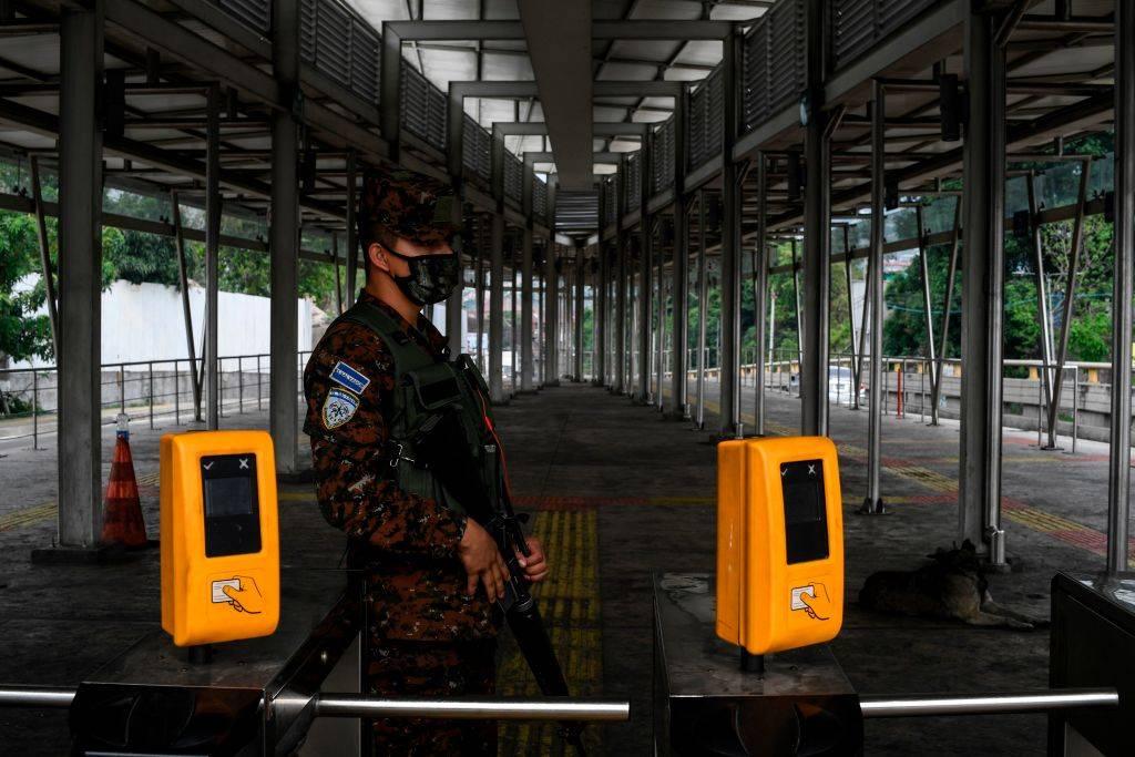 Lockdown imposto dai militari