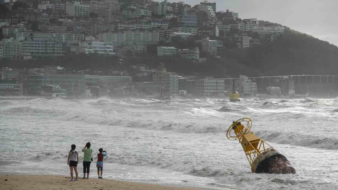 giappone nave tifone