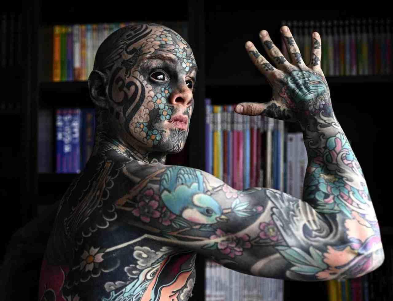 """Francia, maestro allontanato dall'asilo: """"I suoi tatuaggi spaventano"""" (Foto Facebook)"""