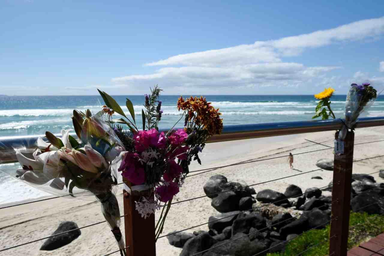 Tragedia in spiaggia: squalo bianco uccide surfista 46enne