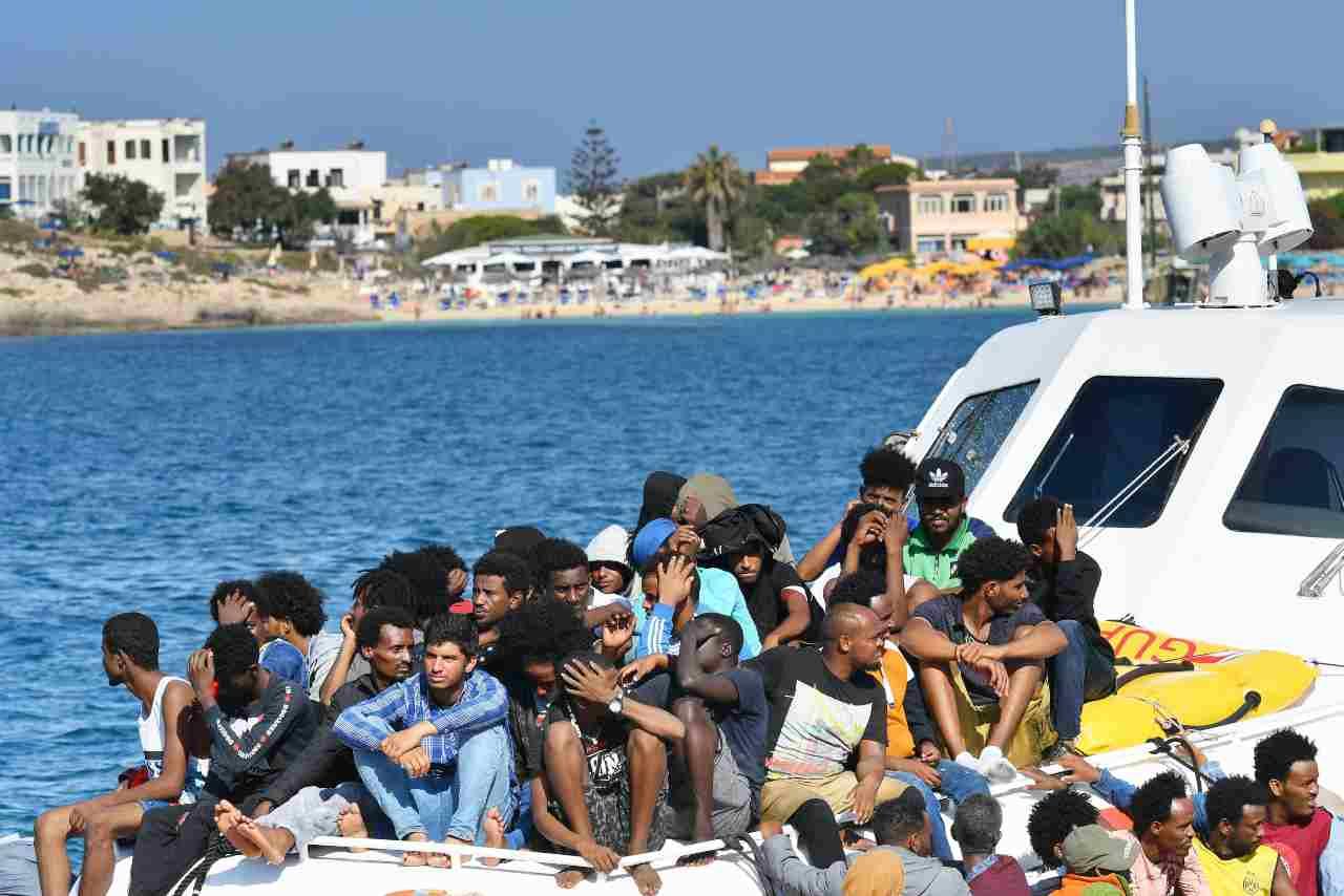 Lampedusa, approdati circa 500 migranti