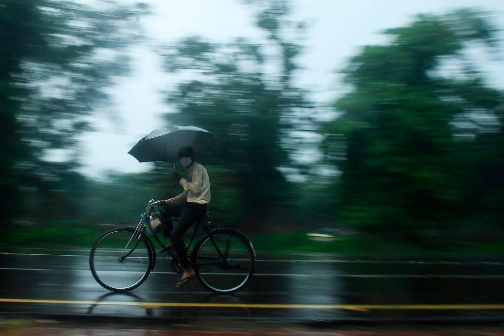 bici sotto alla pioggia