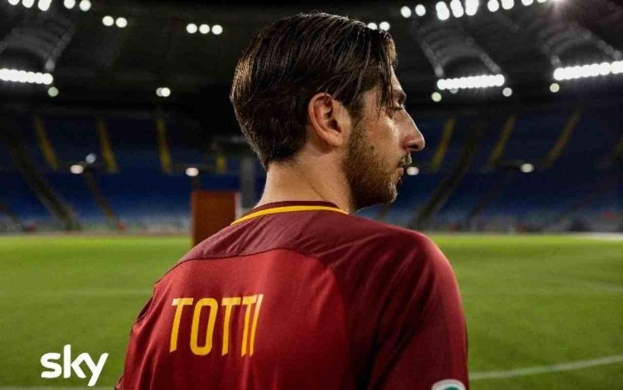 Speravo de morì prima: casting e prima foto della Serie TV su Francesco Totti (foto SkySport.it)