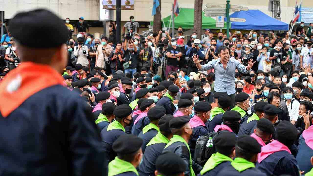 Disordini a Bangkok, dichiarato lo stato d'emergenza