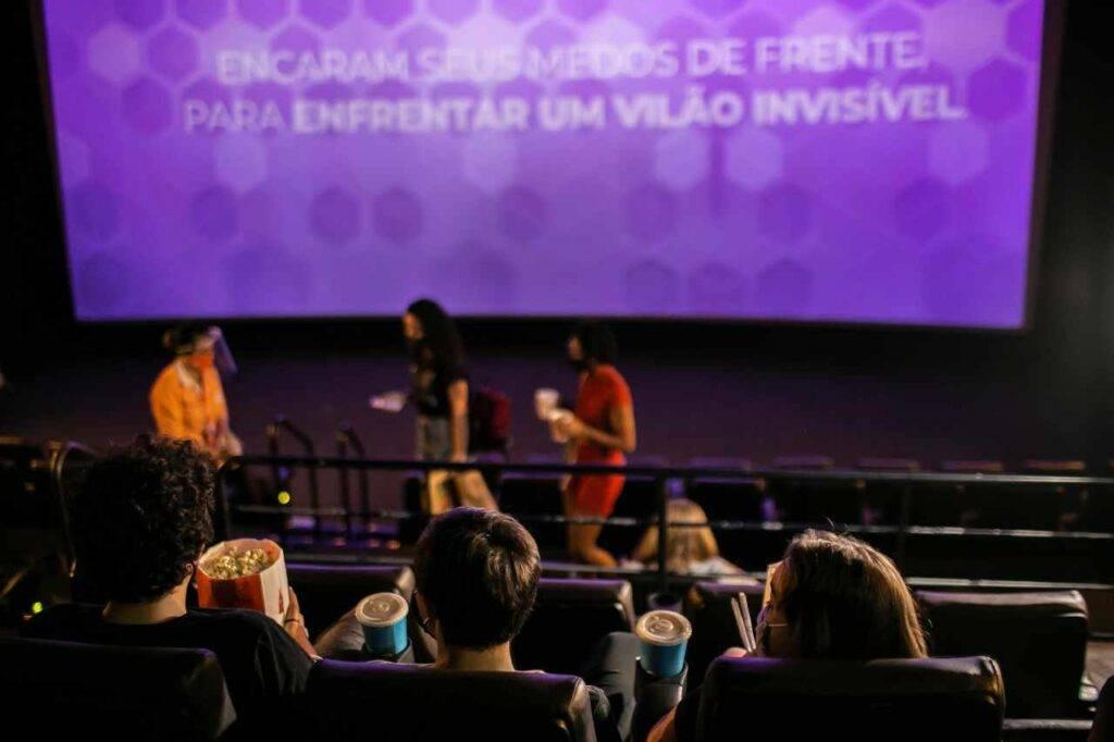 Cinema resta aperto