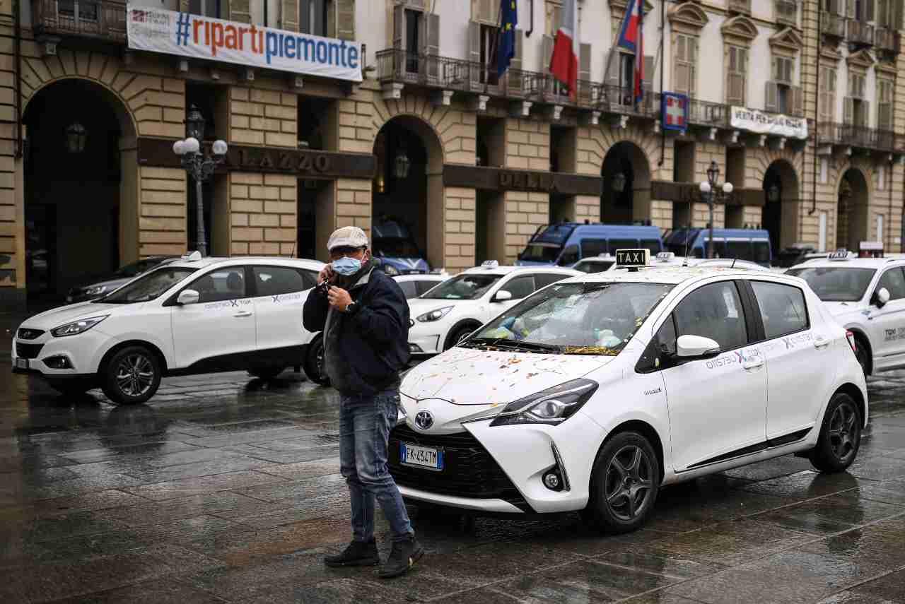 Torino taxi in rivolta