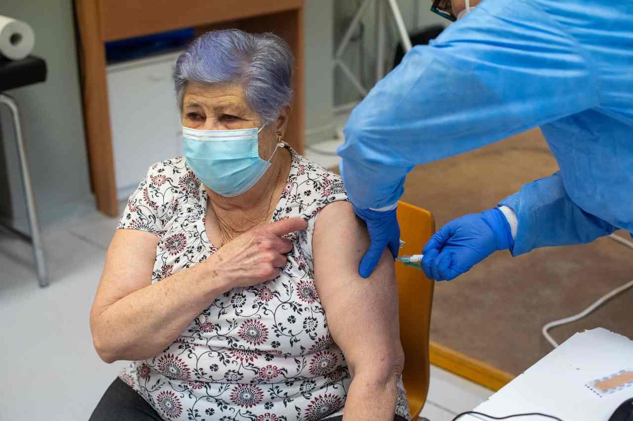 vaccino covid Locatelli
