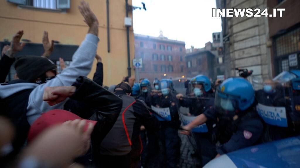 mascherine tricolori scontri roma