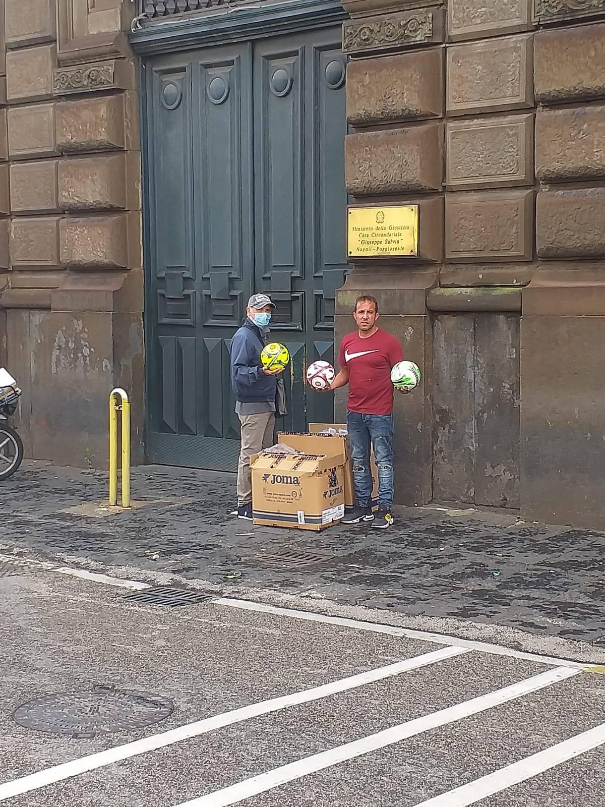 palloni per i detenuti di poggioreale