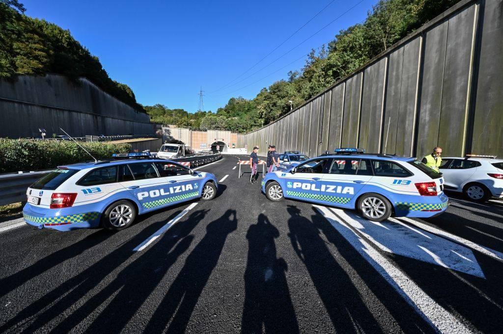Napoli, uomo sequestrato per estorsione e liberato sull'A1