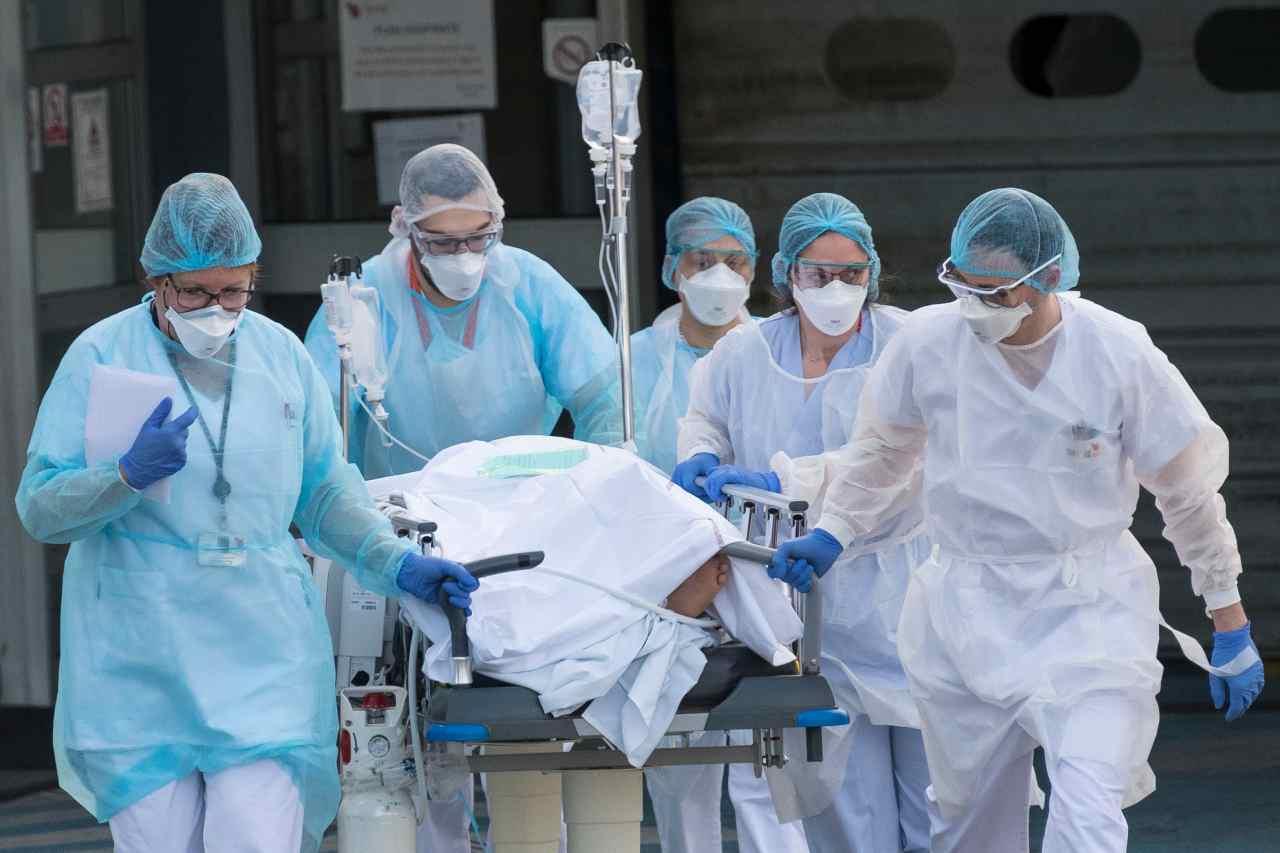 CORONAVIRUS: la SITUAZIONE negli OSPEDALI è TRAGICA, parla il prof. RICCIARDI