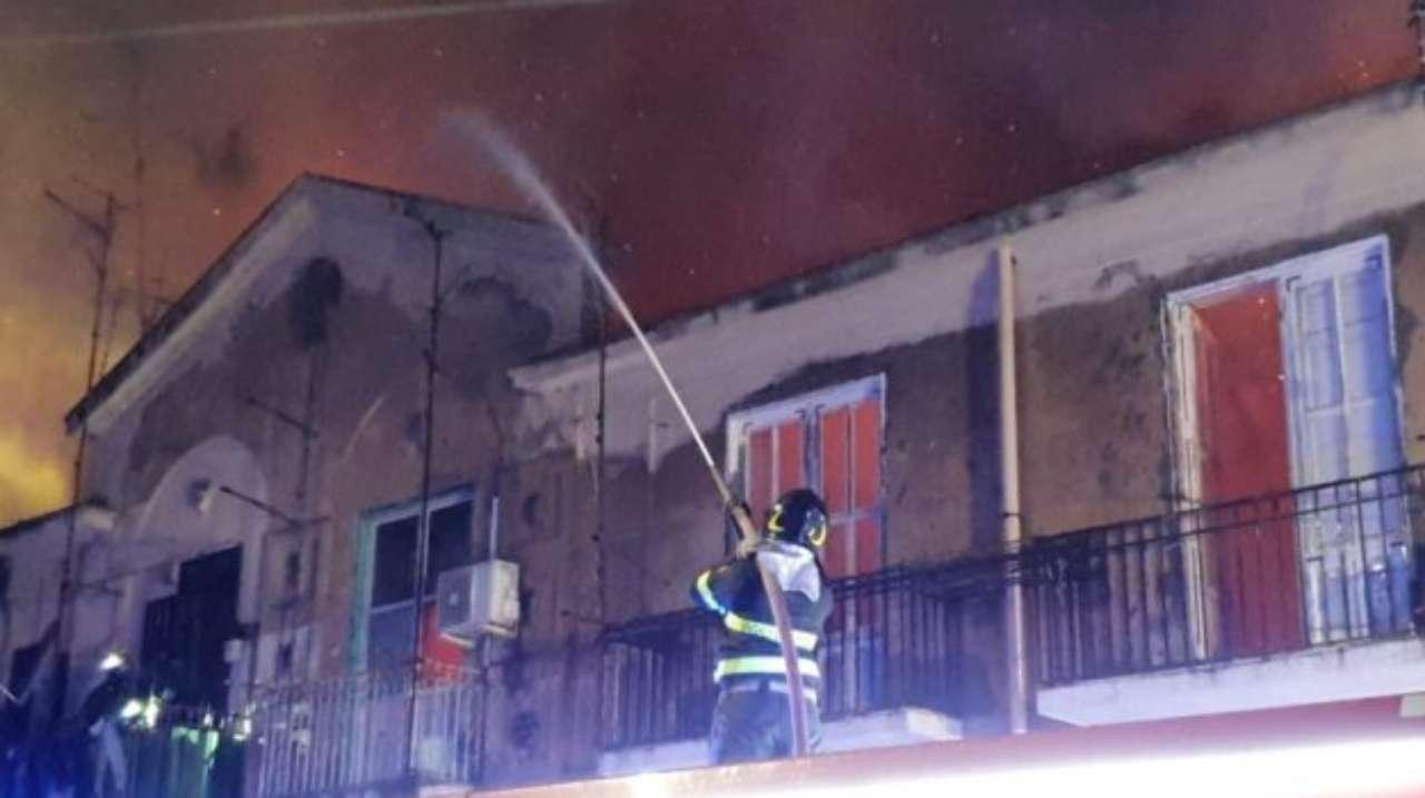 Salerno, muore badante in un incendio
